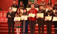 Названы лучшие студенты и школьники – представители нацменьшинств Вьетнама