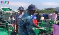 В островной уезд Чыонгша доставлены новогодние подарки