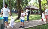 Нгуен Суан Фук призвал к решению проблемы с пластиковыми отходами