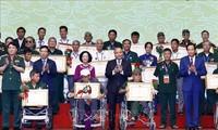 В Ханое прошла встреча лучших представителей ветеранов войны с инвалидностью тяжелой степени со всей страны