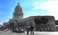 Руководителям Кубы переданы письмо Нгуен Фу Чонга и символистические подарки для борьбы с COVID-19