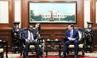 Город Хошимин готов активизировать сотрудничество с Анголой и Арменией
