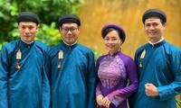 Госслужащие в городе Хюэ надевают традиционное платье на работе
