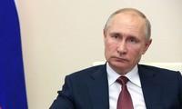 Путин поручил начать массовую вакцинацию от COVID-19 на следующей неделе