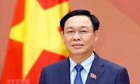 Председатель парламента Лаоса поздравил Выонг Динь Хюэ с переизбранием на пост спикера НС СРВ