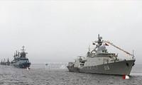 Во Владивостоке отметили День ВМФ РФ с участием кораблей из Вьетнама
