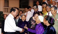 Deputy PM Vu Van Ninh receives revolutionaries from Quang Nam