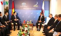 President Truong Tan Sang holds bilateral talks at APEC Summit