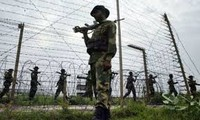 India, Pakistan border guards trade fire on Kashmir border