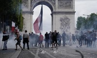 'Yellow vest' protesters clash with French police on Bastille Day