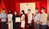 50,000 face masks presented to Vietnamese community in Canada