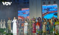 Fashion show opens Ao Dai Festival in HCM City