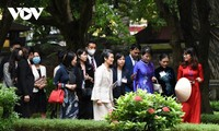 Wife of Japanese PM enjoys visit to Temple of Literature