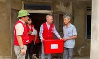 British Ambassador presents gifts to flood victims in Quang Binh