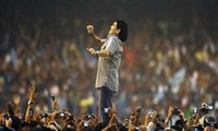 Sự nghiệp vinh quang của Diego Maradona qua ảnh