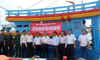 VOV presents more than 19,000 USD to fisherman of Quang Ngai province to build new ship