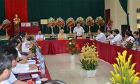 Party leader Nguyen Phu Trong works with Lang Son provincial authorities