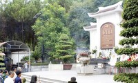 VFF President offers incense at Dong Loc T-junction historical relic site