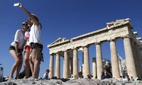 Fitch upgrades Greece to 'CCC' after new bailout