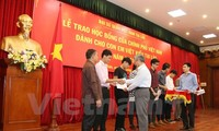More OV students in Laos receive scholarships