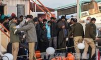 Greece sends first migrants back to Turkey under EU-Turkey deal