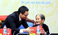 Deputy Prime Minister Vu Duc Dam receives revolutionary contributors in Dai Loc district
