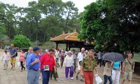 Localities packed with tourists on Reunification Day and May Day