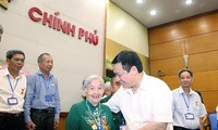 Deputy Prime Minister receives revolutionary contributors  from Dac Nong