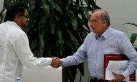 Colombian government, FARC sign new peace deal