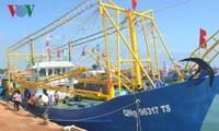 Fishermen set sail for traditional fishing grounds in East Sea