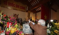 Party chief offers incense to late leader Nguyen Duc Canh