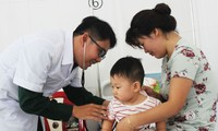 Young medic's dedication earns ethnic people's respect