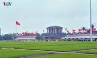 People pay tribute to President Ho Chi Minh on Reunification Day