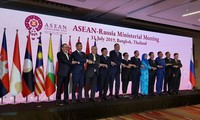 Vietnam vows to work for expanded ties between ASEAN and partners