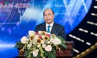 PM urges Vietnamese press to continue upholding revolutionary spirit