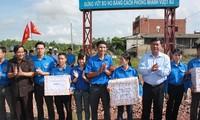 Đoàn thanh niên tham gia đảm bảo trật tự an toàn giao thông trên tuyến Quốc lộ 1A