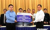 BIDV hỗ trợ máy tính, máy in cho báo chí Lào