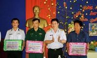 Tổ chức thăm, chúc Tết cán bộ, chiến sĩ, người dân quần đảo Nam Du