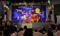 Để trẻ em người Việt được vui với tết Trung Thu