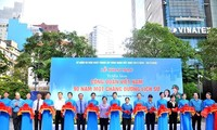 """Triển lãm ảnh """"Công đoàn Việt Nam 90 năm một chặng đường lịch sử"""""""