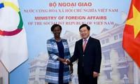 Phó Thủ tướng, Bộ trưởng Ngoại giao Phạm Bình Minh hội đàm với Tổng Thư ký Pháp ngữ Louise Mushikiwabo