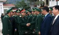 Bộ trưởng Bộ Quốc phòng Ngô Xuân Lịch thăm Đồn biên phòng A Mú Sung, Lào Cai