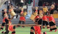 Thính giả gửi lời chúc và yêu cầu thông tin về một số phong tục tập quán của Việt Nam