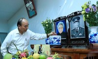 Thủ tướng dâng hương tưởng nhớ các nguyên lãnh đạo Đảng, Nhà nước