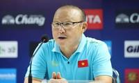 Huấn luyện viên Park Hang Seo chúc tết cổ động viên Việt Nam