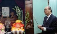 Thủ tướng Nguyễn Xuân Phúc dâng hương tưởng nhớ Chủ tịch Hồ Chí Minh tại Di tích Nhà 67
