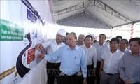 Thủ tướng Nguyễn Xuân Phúc kiểm tra tiến độ thi công dự án cao tốc Trung Lương-Mỹ Thuận