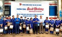 3 tấn gạo, 750 suất ăn trao tặng thanh niên công nhân đường sắt gặp khó khăn