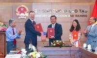 Việt Nam và Hoa Kỳ ký Hiệp định thực thi về giảng dạy tiếng Anh của Chương trình Hòa Bình