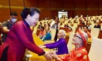 Chủ tịch Quốc hội Nguyễn Thị Kim Ngân gặp mặt các Mẹ Việt Nam anh hùng
